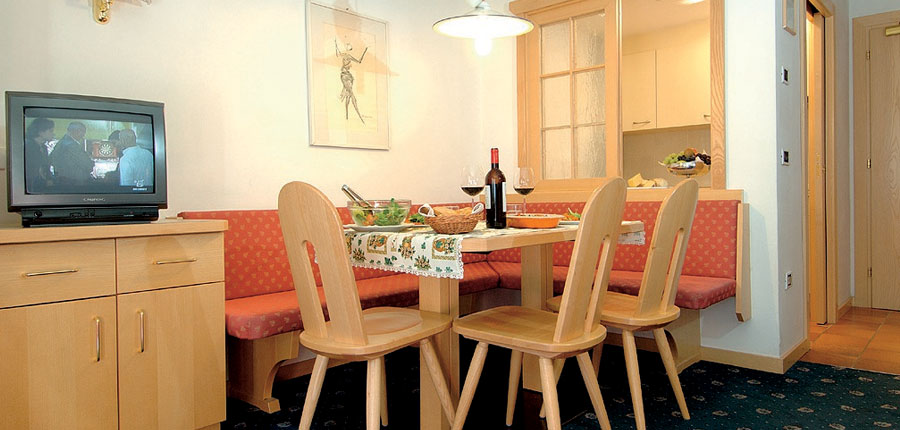 italy_dolomites_selva_residence_antares_apartments_dining.jpg